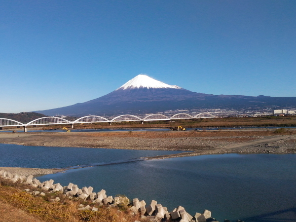 161217-03_富士川と富士山.jpg